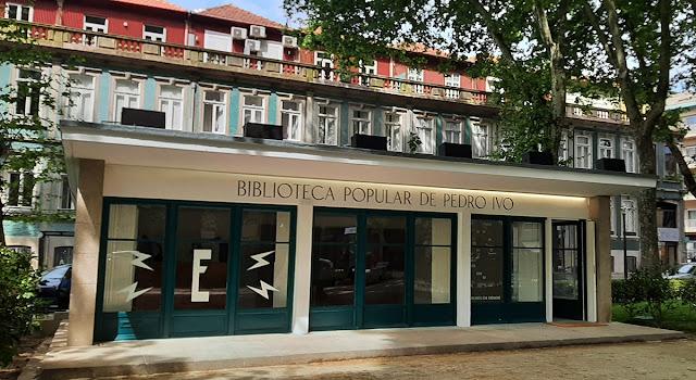 fachada da Biblioteca Popular Pedro Ivo na Praça do Marquês no Porto
