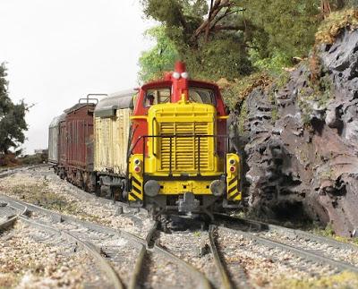 NSB Di5 locomotive hauls a short freight oyt of Svanda