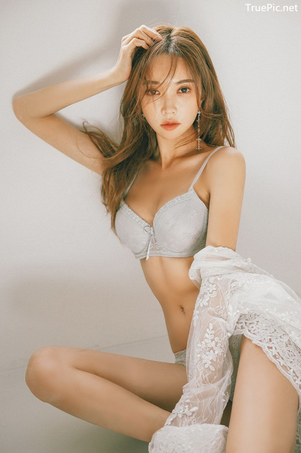 Image Korean Fashion Model - Park Soo Yeon - Light Grey and White Lingerie - TruePic.net - Picture-5