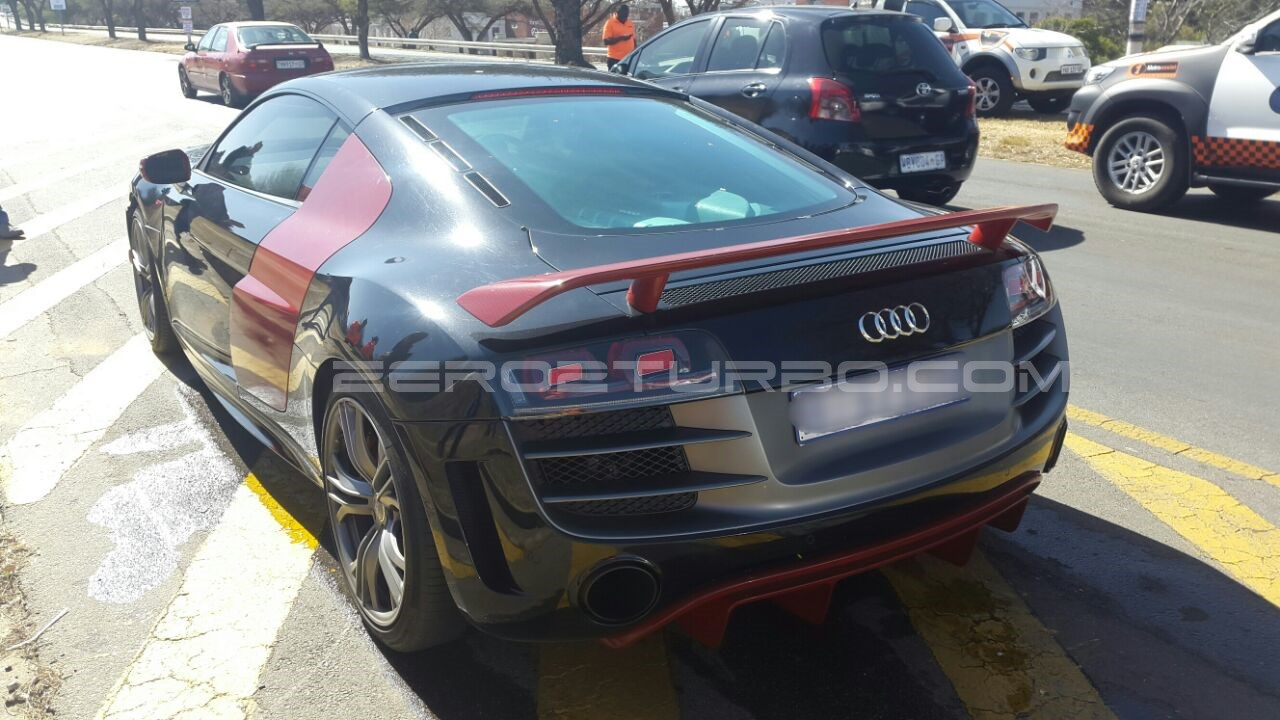 audi r8 gt crashes into rear of golf gti in johannesburg. Black Bedroom Furniture Sets. Home Design Ideas