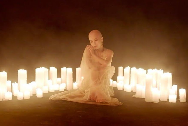 Solar MAMAMOO Tanggapi Penampilan Botaknya di Teaser Album SoloTerbarunya