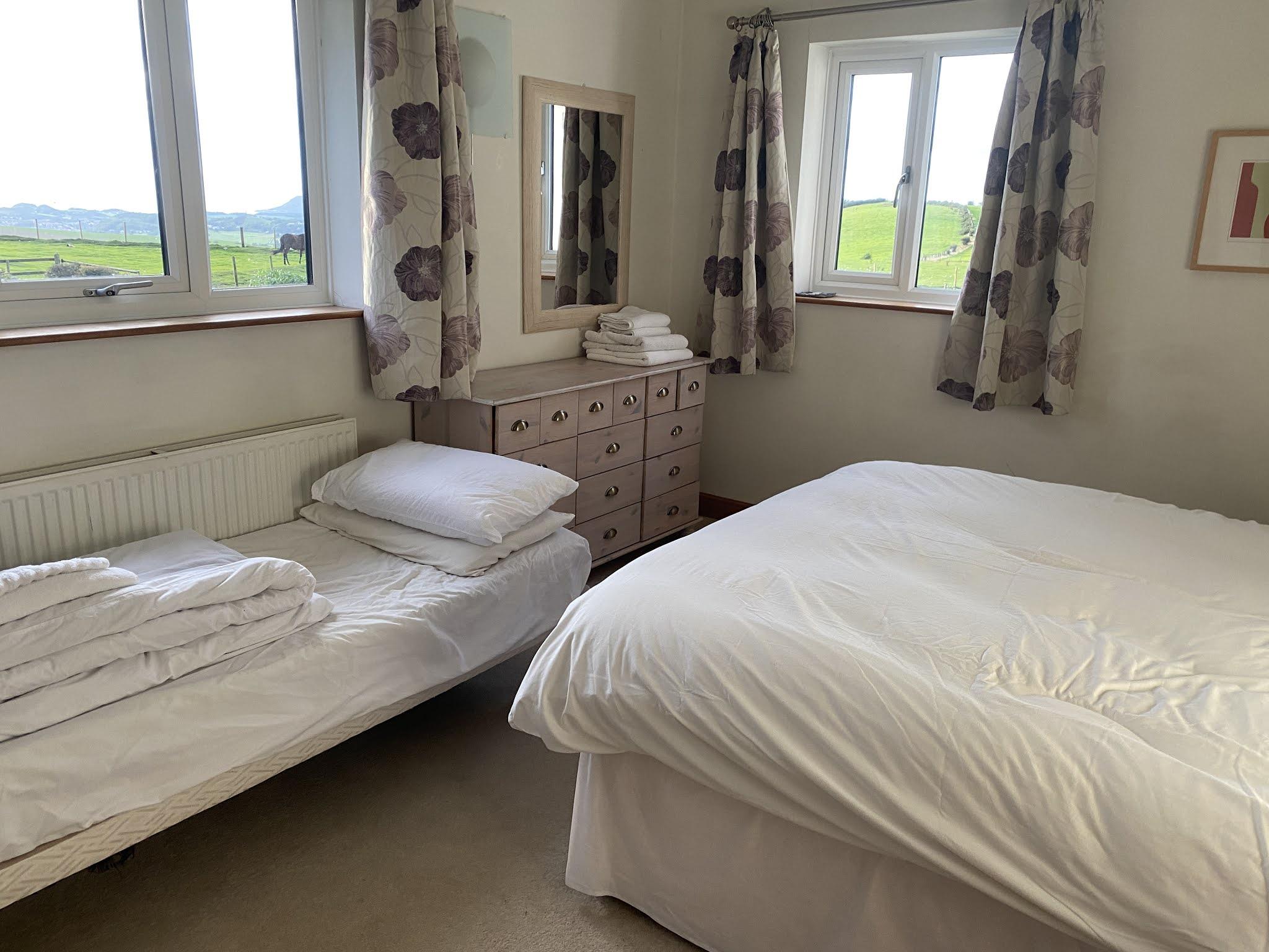Snowdonia View Farmhouse - master bedroom