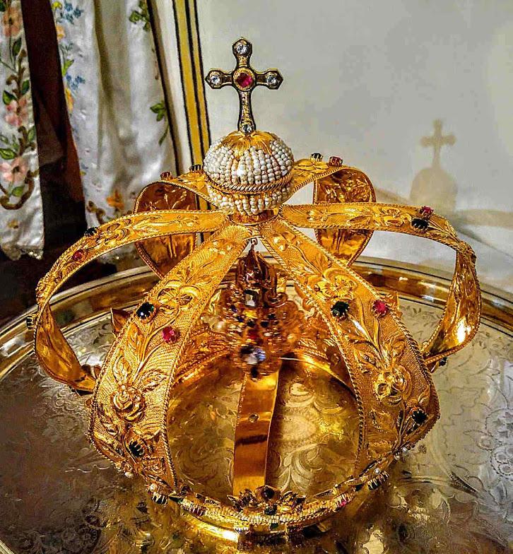 Uma das coroas de Nossa Senhora do Bom Sucesso