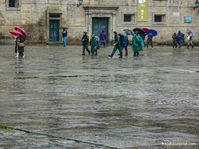 Chegada de peregrinos do Caminho de Santiago à Catedral de Santiago de Compostela