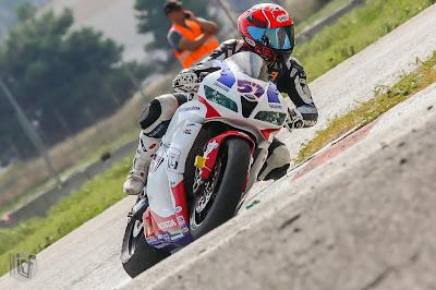 Ο Μιχάλης Κουτσουμπός με Honda CBR600RR πρωταθλητής στην κατηγορία SuperSport 600