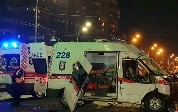 У Києві швидка з дитиною потрапила в ДТП, двоє загиблих