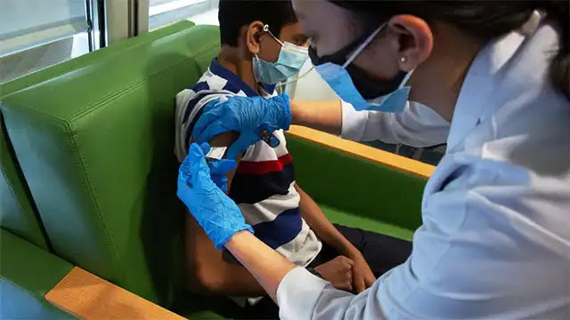 المغرب يوسع الفئة المستهدفة بالتلقيح ضد كورونا ليصل للأطفال 12 سنة