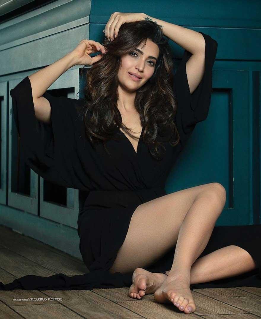 Hot and Sexy Karishma Tanna, Karishma Tanna Thighs
