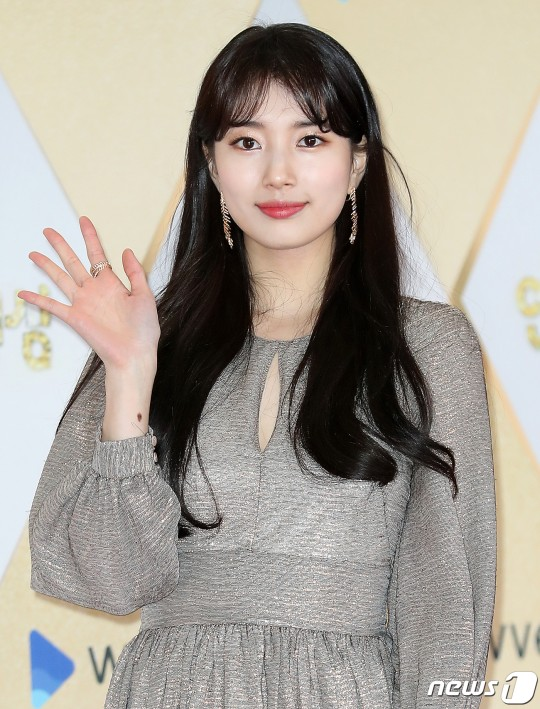 Actress Bae Suzy looking so gorgeous in every dress at the red carpet of 2019 SBS Drama Awards.