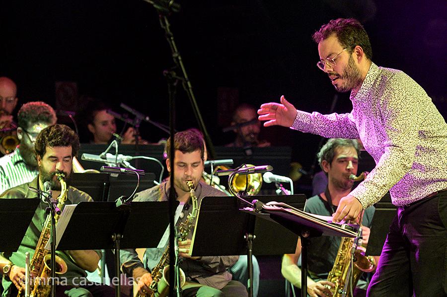 Martín Léiton dirigint la seva Big Band, Sala Luz de Gas, Barcelona, 13-nov-2019