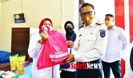 Gubernur Sulsel Terima Bantuan Dari Kemntan Sebanyak 1.750 Paket Sembako dan Uang Rp 234 Juta