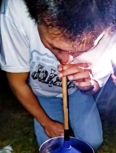 Cara tradisional obati SAKIT GIGI, keluarkan ratusan ulat dari gigi berlubang!