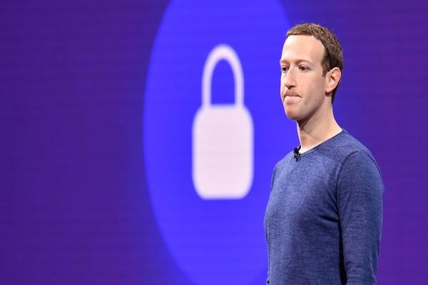Nick Clegg يقول إن فيسبوك غير مسؤول عن مراقبة الإنترنت