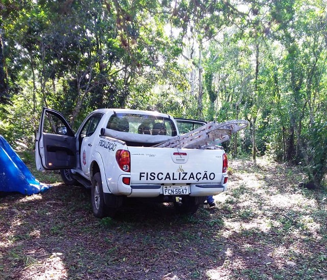 Operação conjunta da Divisão de Fiscalização da Ilha , removeu quinta 10/06 dois barracos em área ZVS