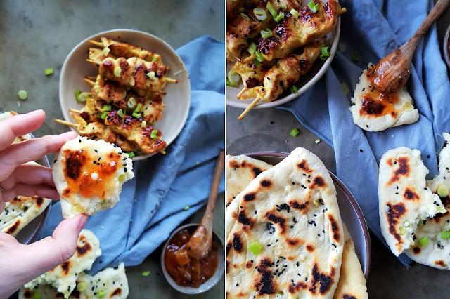 Mango Chutney Hähnchenspieße mit Knoblauch Naan Brot