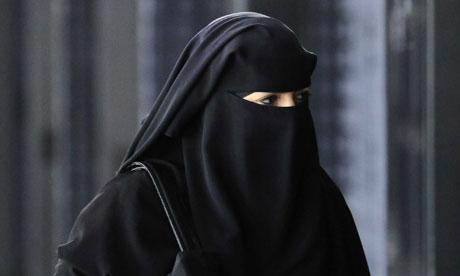 http://1.bp.blogspot.com/-Sam4SqSDW40/T3141XbkLLI/AAAAAAAAAPk/qXuaW5-OoLE/s1600/A-woman-in-a-burqa-008.jpg