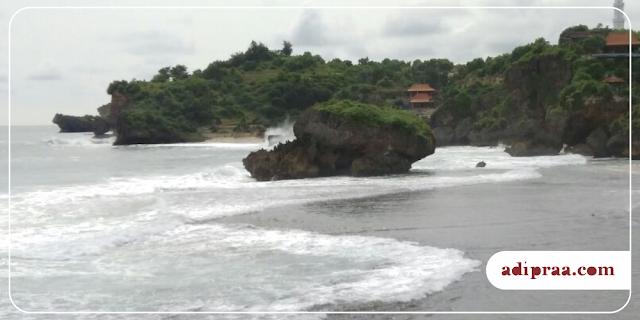 Panorama Pantai Kukup diambil dari Pulau Karang | adipraa.com