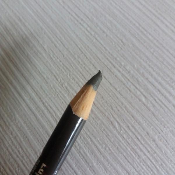 lápis para sobrancelhas da YES! Cosmetics: Ponta do lápis