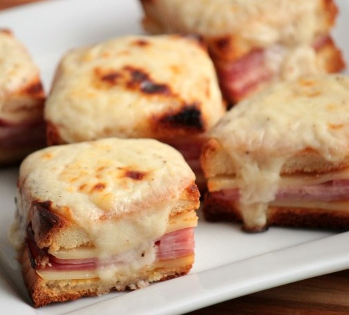 MINI CROQUE MONSIEURS { BAKED HAM AND CHEESE WITH BECHAMEL SAUCE}  #lunch #sandwiches