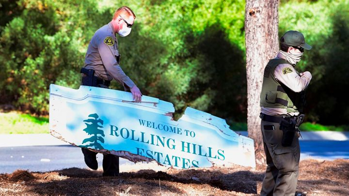 """letrero de madera que dice: """"Bienvenido a Rolling Hill Estates"""""""