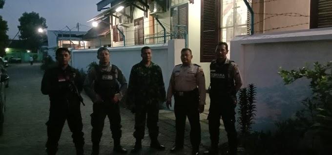 BABINSA10/BANGIL AMANKAN PERAYAAN NATAL DI GEREJA PROTESTAN INDONESIA BARAT