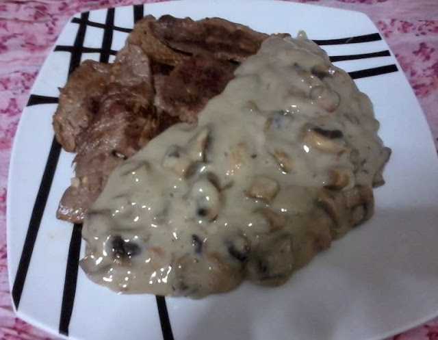 Receita de cogumelos de paris ao molho de queijo com bifes de vaca