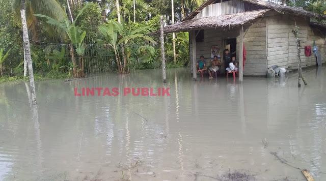 Desa Tigaserangkai Terendam Banjir, Ini Kata Warga Kepada Bupati Nias Barat