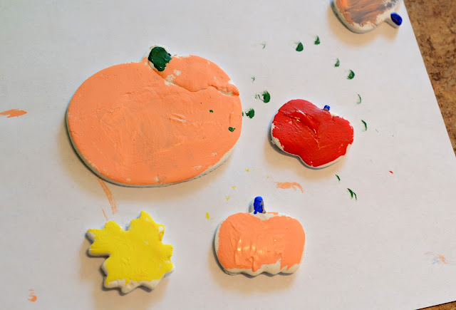easy play pumpkins, easy clay crafts for kids