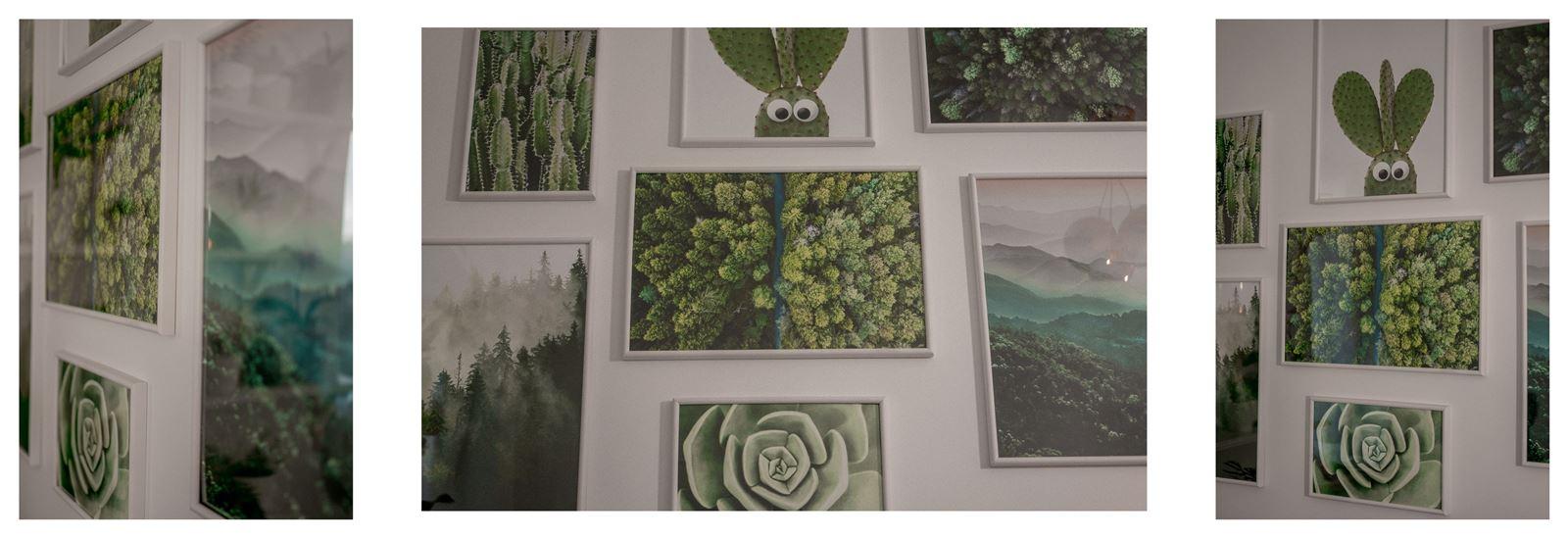 12a jak urządzić biuro w domu - dekoracje do biura, zielona ściana w mieszkaniu, jak zaprojektować galerię plakatów, plakaty krajobrazy rośliny na ścianę jak zawiesić obraz na ścianie galeria plakatów
