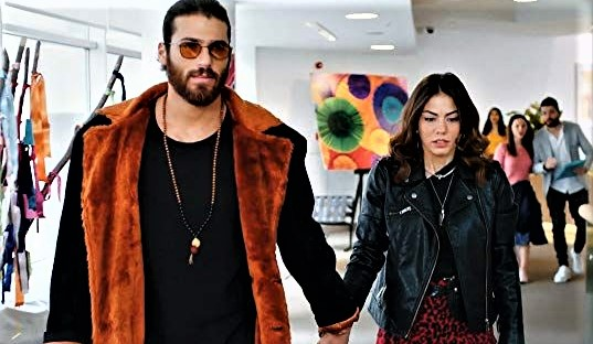 Can Yaman and Demet Ozdemir: flashback? The clues
