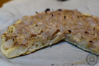 pizza con cipolle e pesto di noci