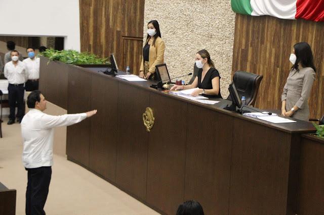 Juan Manuel León León rinde protesta ante diputados y toma posesión como Fiscal General del Estado. Foto Antonio Sánchez