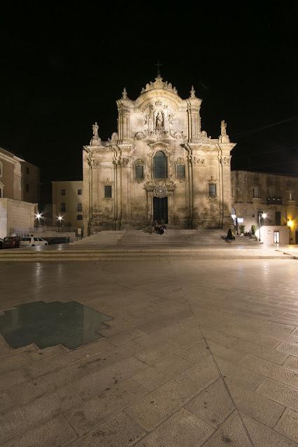 Foto notturna di Matera-Chiesa