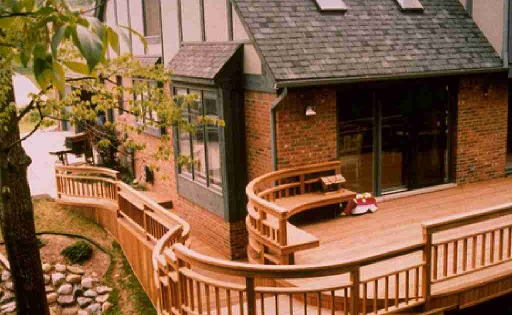 Patio Deck Railing Design: Curved Deck Railing