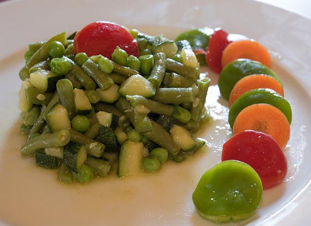 receta de cómo preparar una deliciosa ensalada de verdura con un toque a mostaza. Las recetas de la bruja.