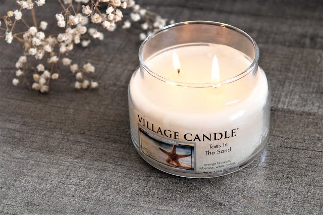 village candle toes in the sand avis, village candle, toes in the sand, bougie village candle, toes in the sand avis, bougie parfumée pour l'été, avis bougie village candle, avis toes in the sand village candle, hygge, parfum d'ambiance, bougie américaine