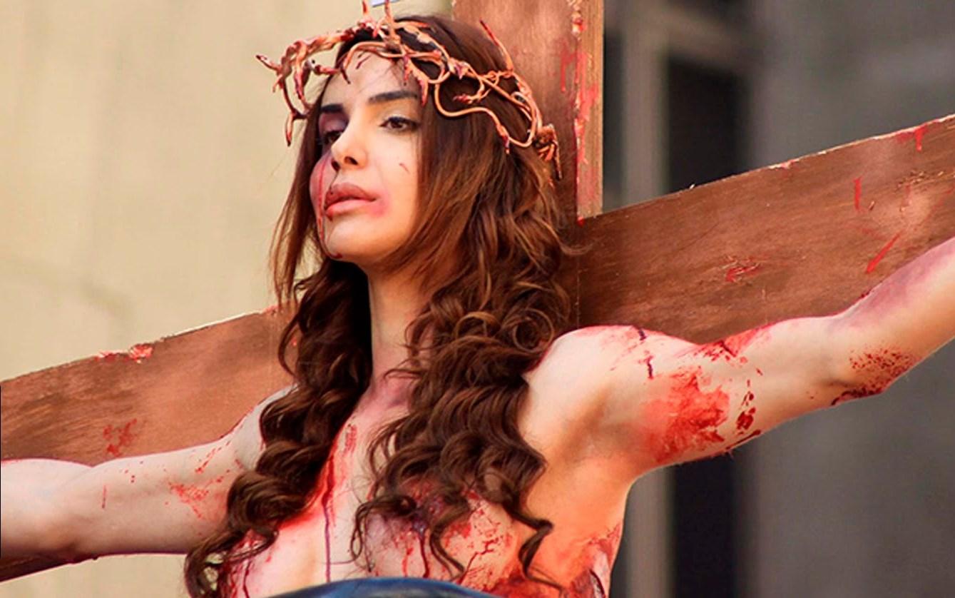 TJ nega indenização a Viviany Beleboni 'crucificada' na Parada LGBT de SP