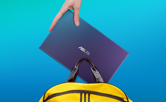 Ukuran VivoBook Ultra A412DA yang muat dengan tas kecil untuk jalan-jalan.