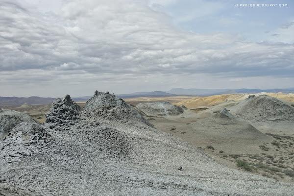 Грязевые вулканы к северовостоку от Чеильдага