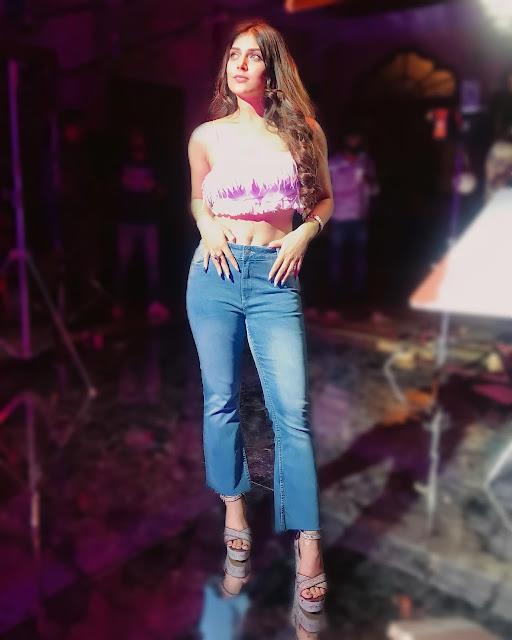 Actress Ishita Chauhan Navel Show Stills in Jeans Navel Queens