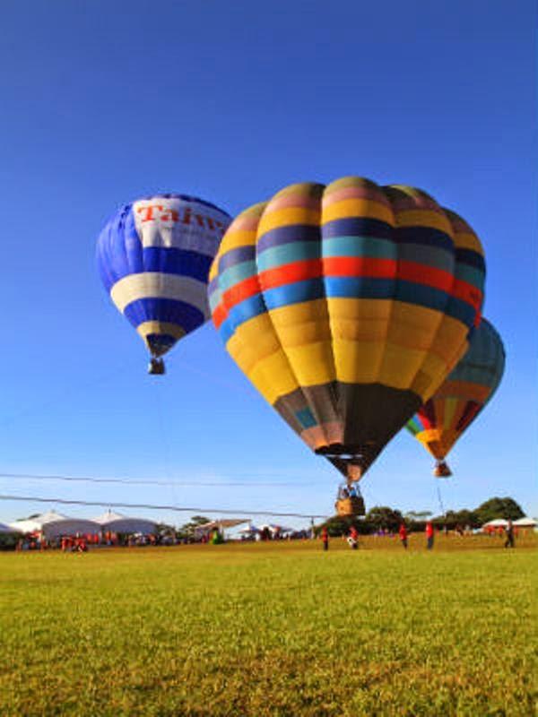 Gambar balon terbang di udara untuk anak