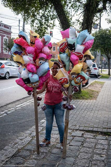 Vendedora ambulante de algodão doce
