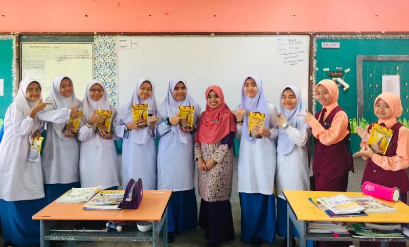 Kisah Inspirasi Cikgu Norasma, Anak Kepada Seorang Pendidik Dengan 9 Beradik Semuanya Guru. Ini Benar-Benar Istimewa!
