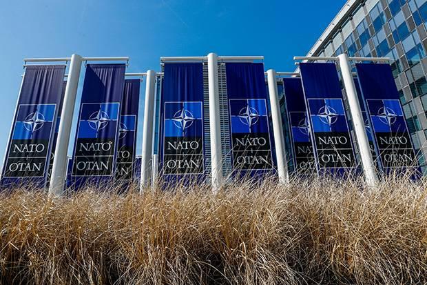 NATO Tangguhkan Semua Dukungan untuk Pemerintah Afghanistan