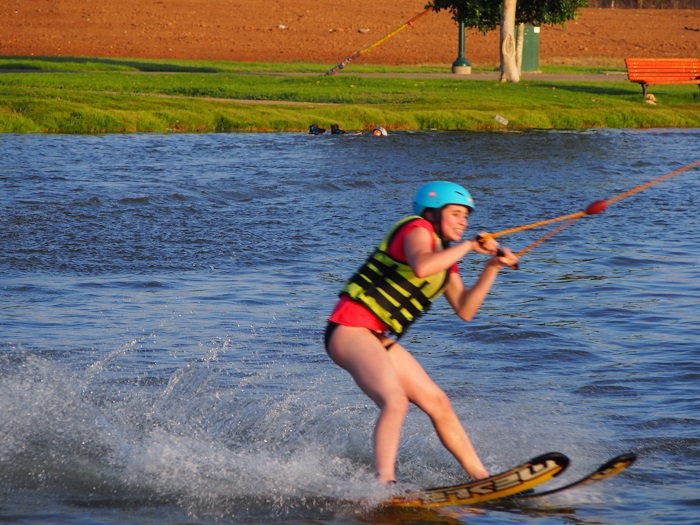 סקי מים בכבלים בפארק דרום Lake TLV