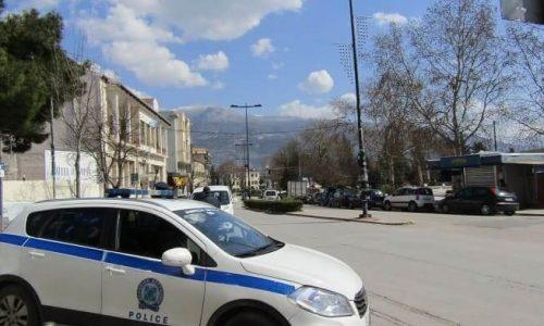 Εντατικοί έλεγχοι πραγματοποιούνται σε όλη τη χώρα από τις Υπηρεσίες της Ελληνικής Αστυνομίας για την εφαρμογή των μέτρων αποφυγής και περιορισμού της διάδοσης του κορωνοϊού.