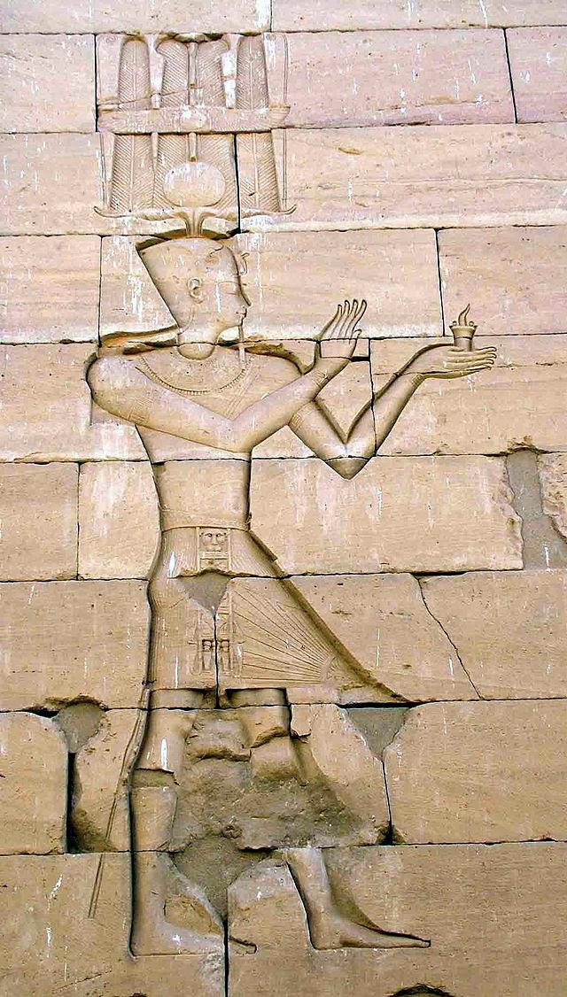 ④ Augusto representado conforme al estilo egipcio