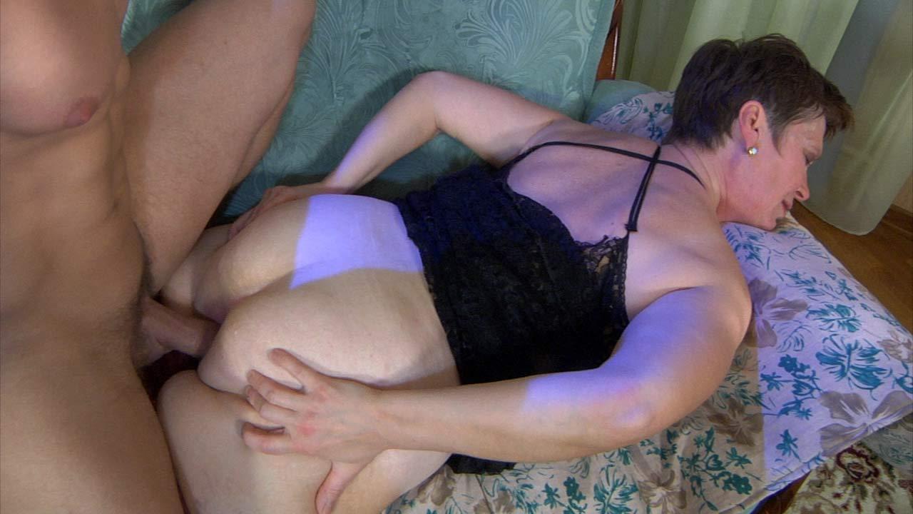 noveyshee-porno-video-russkih-mam-v-kolgotkah