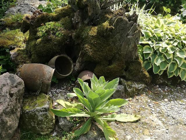 rustykalne ozdoby ogrodowe, ogród w stylu wiejskim