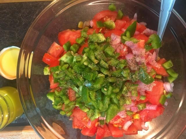 Ελαφριά Μεξικάνικη Σαλάτα με Φασόλια και Καλαμπόκι - Μια πανεύκολη και γρήγορη συνταγή για γευστική σαλάτα γεμάτη χρώματα.